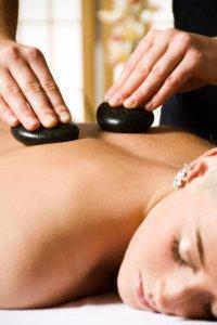 Стоунтерапия – лечение и массаж камнями